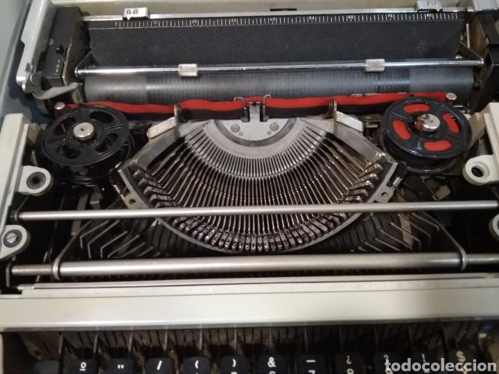 Antigüedades: Máquina portátil escribir años 80 Olivetti Dora. - Foto 2 - 211674448