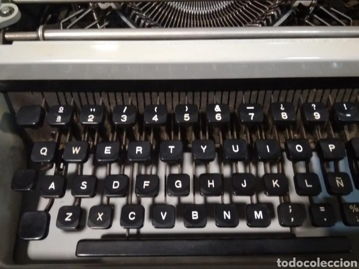 Antigüedades: Máquina portátil escribir años 80 Olivetti Dora. - Foto 3 - 211674448