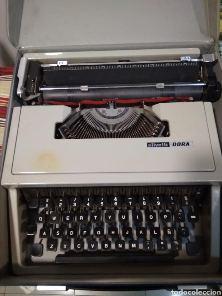 MÁQUINA PORTÁTIL ESCRIBIR AÑOS 80 OLIVETTI DORA. (Antigüedades - Técnicas - Máquinas de Escribir Antiguas - Olivetti)