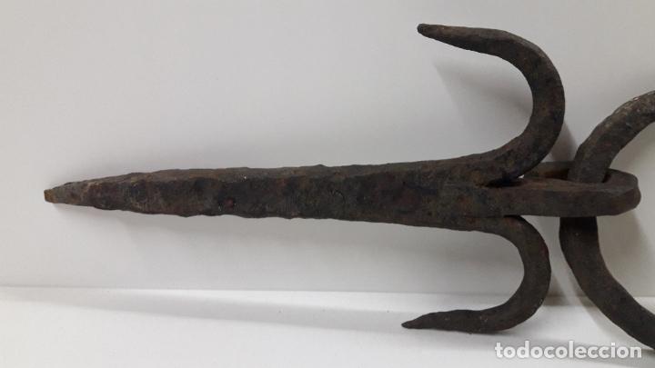 Antigüedades: MUY ANTIGUO CLAVO CON ARO . REALIZADO EN FORJA . MEDIDA DE LARGO SEGUN FOTO 40 CM - Foto 6 - 211718136