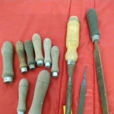 Antigüedades: LOTE ANTIGUAS HERRAMIENTAS LIJAS ,CINCEL Y MANGOS. Lote 212075381