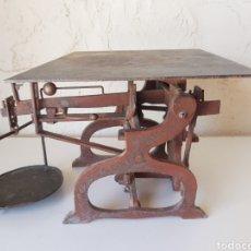 Antigüedades: ANTIGUA BALANZA DE HIERRO. Lote 212105861