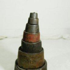 Antigüedades: LOTE DE 7 PESAS DE HIERRO. Lote 212149293