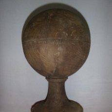 Oggetti Antichi: GRAN BOLA REMATE DE ALGUN PASAMANOS SE BARCO. Lote 212207693
