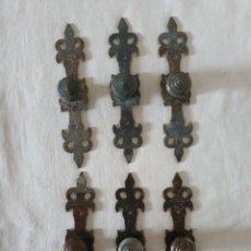 Antigüedades: TIRADORES, POMOS, JUEGO 6 UNIDADES. Lote 212357573