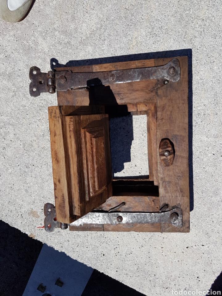 Antigüedades: Ventana antigua con ventanuco de madera siglo XVII - Foto 4 - 212405511