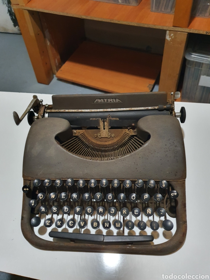 MAQUINA DE ESCRIBIR PATRIA, IMPERIAL ESPAÑOLA, EIBAR, ESPAÑA. (Antigüedades - Técnicas - Máquinas de Escribir Antiguas - Patria)