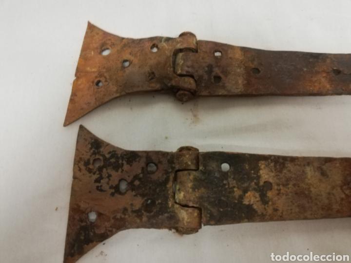 Antigüedades: ANTIGUAS BISAGRAS HIERRO EN FORJA. GRAN TAMAÑO. VENTANA. PUERTA. SIGLO XIX. 52 CM. - Foto 11 - 212654300