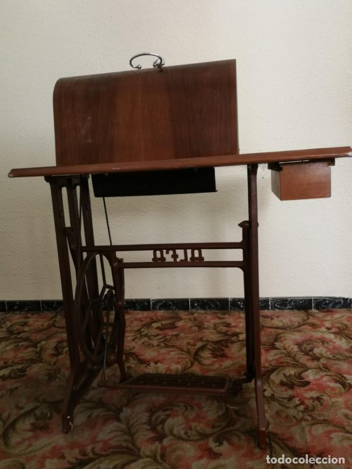 Antigüedades: Máquina de coser Alfa - Foto 4 - 212875355