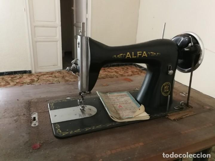 Antigüedades: Máquina de coser Alfa - Foto 5 - 212875355