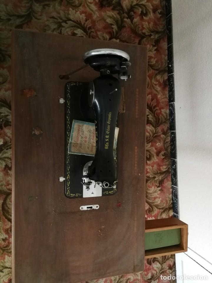 Antigüedades: Máquina de coser Alfa - Foto 8 - 212875355