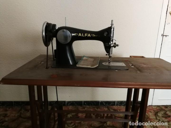 Antigüedades: Máquina de coser Alfa - Foto 10 - 212875355