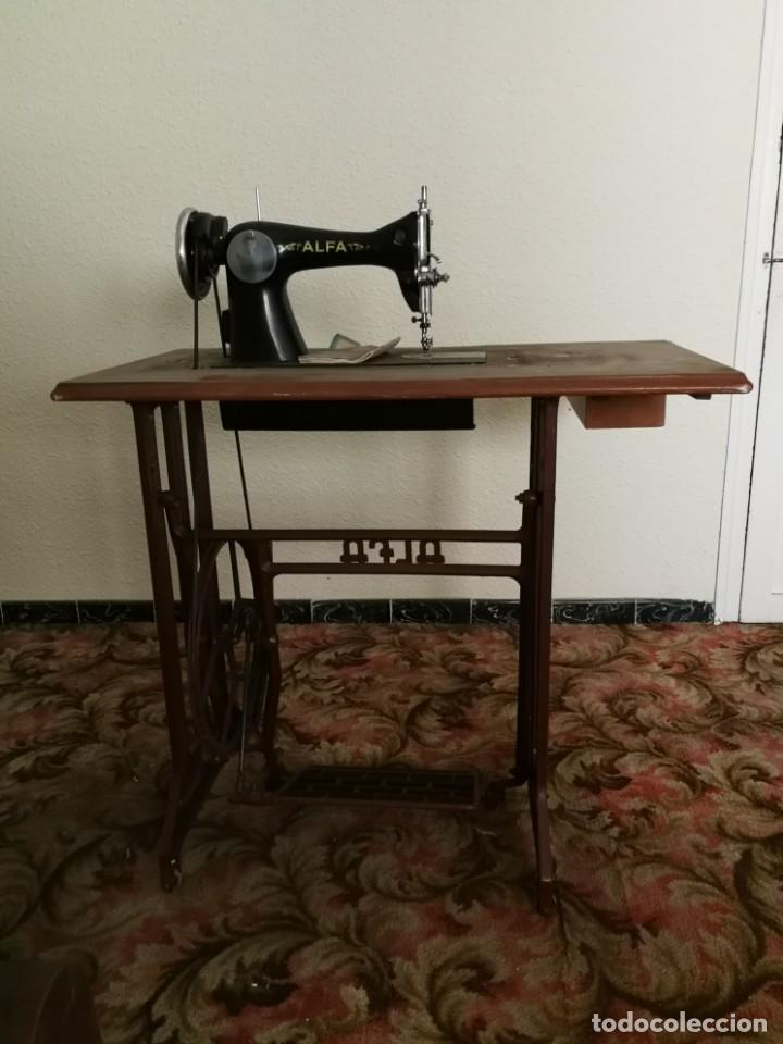 Antigüedades: Máquina de coser Alfa - Foto 13 - 212875355