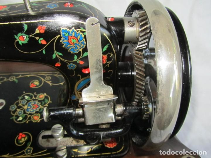 Antigüedades: Máquina de coser Vesta, alemana, modelo Vestacita Saxonia Type, principios siglo XX, funcionando - Foto 8 - 212908535
