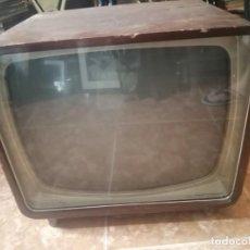 Antiquités: TELEVISOR PHILIPS 1961 TIPO LEONARDO CAJA DE MADERA DE LOS PRIMEROS. Lote 213002645