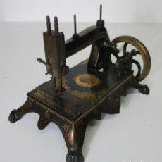 Antigüedades: PRECIOSA MAQUINA DE COSER ANTIGUA - A.V. HUMBOLDT ORIGINAL - PIEZA DE COLECCIÓN. Lote 213004540
