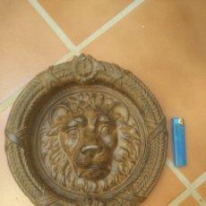 Antigüedades: ENORME LLAMADOR ALDABA DE HIERRO 5,600KG 26 CM DIÁMETRO HERENCIA DE UN MAESTRO DE FORJA CATALÁN. Lote 213074058