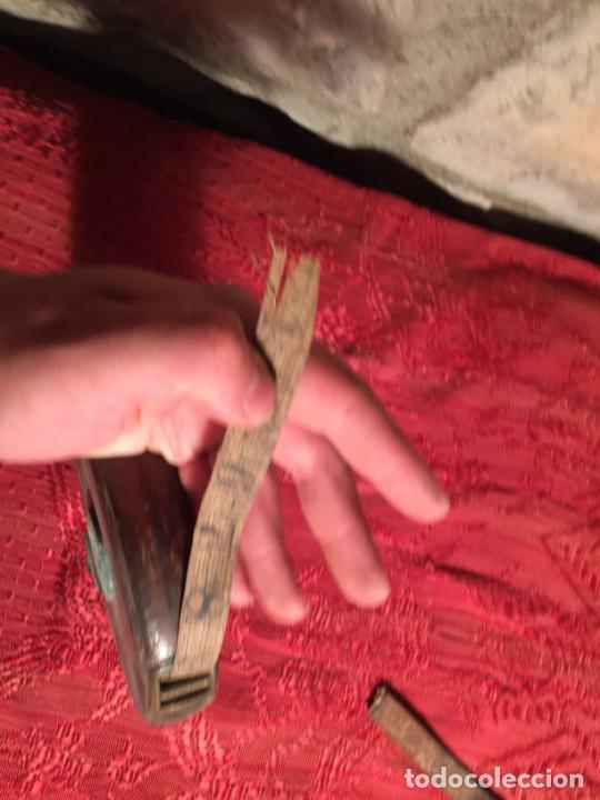Antigüedades: Antigua cinta metrica de cuero y latón años 300-40 - Foto 3 - 213202188