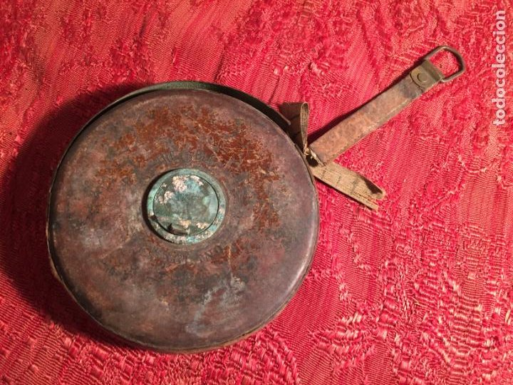 ANTIGUA CINTA METRICA DE CUERO Y LATÓN AÑOS 300-40 (Antigüedades - Técnicas - Herramientas Profesionales - Albañileria)
