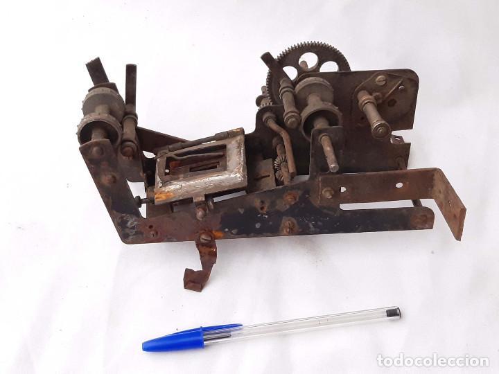 Antigüedades: Máquinaria antigua de Proyector de cine de 35 mm. Incompleta. - Foto 2 - 213219200