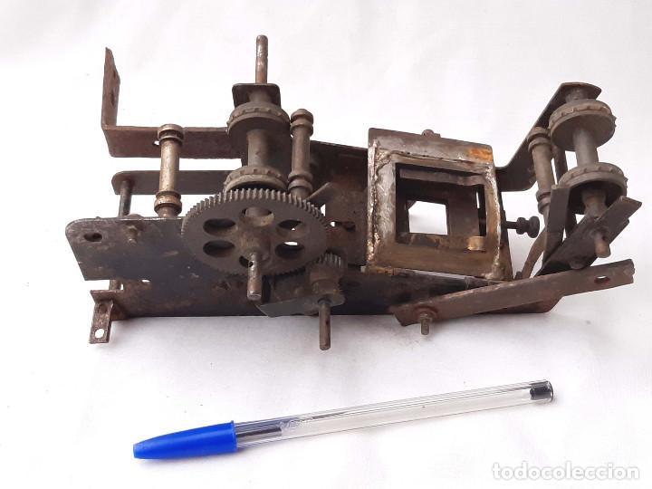 Antigüedades: Máquinaria antigua de Proyector de cine de 35 mm. Incompleta. - Foto 3 - 213219200