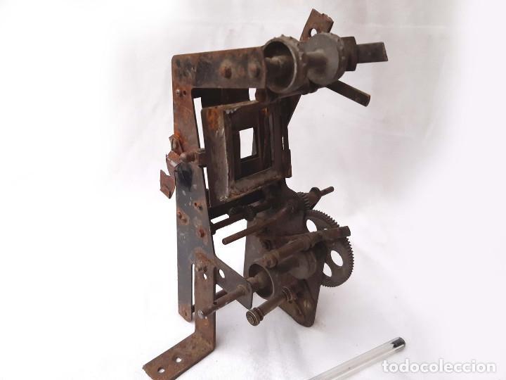 Antigüedades: Máquinaria antigua de Proyector de cine de 35 mm. Incompleta. - Foto 4 - 213219200