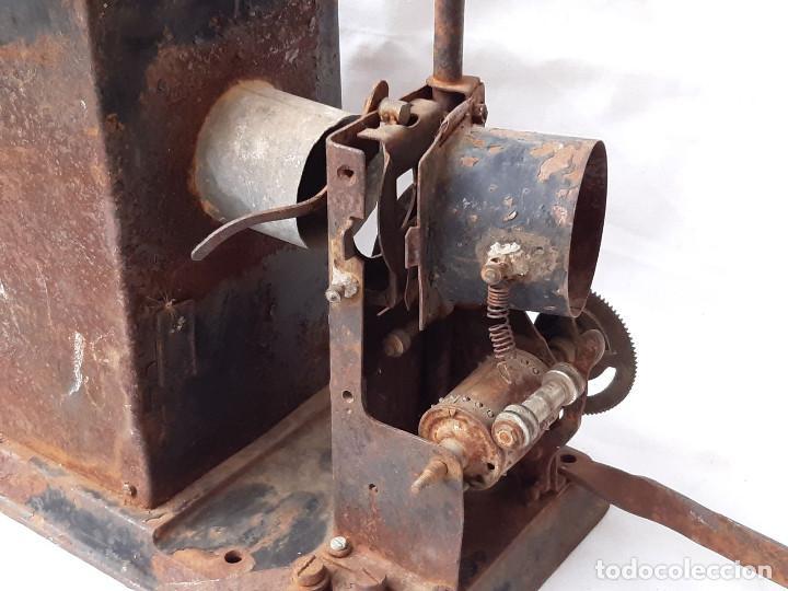 Antigüedades: Proyector de cine antiguo. 35 mm. Sin marca. Incompleto. - Foto 2 - 213221931