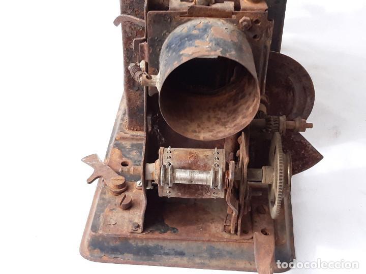 Antigüedades: Proyector de cine antiguo. 35 mm. Sin marca. Incompleto. - Foto 3 - 213221931