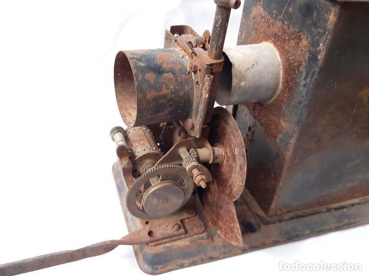 Antigüedades: Proyector de cine antiguo. 35 mm. Sin marca. Incompleto. - Foto 4 - 213221931