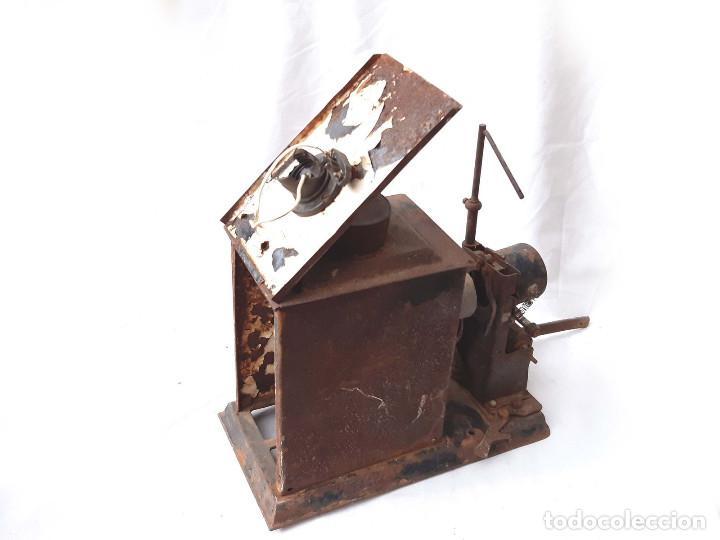 Antigüedades: Proyector de cine antiguo. 35 mm. Sin marca. Incompleto. - Foto 7 - 213221931