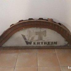 Antigüedades: ANTIGUO LETRERO DE TIENDA MAQUINAS DE COSER WERTHEIM, MADERA Y VIDRIO 203X57X20CM APROX. Lote 213273802