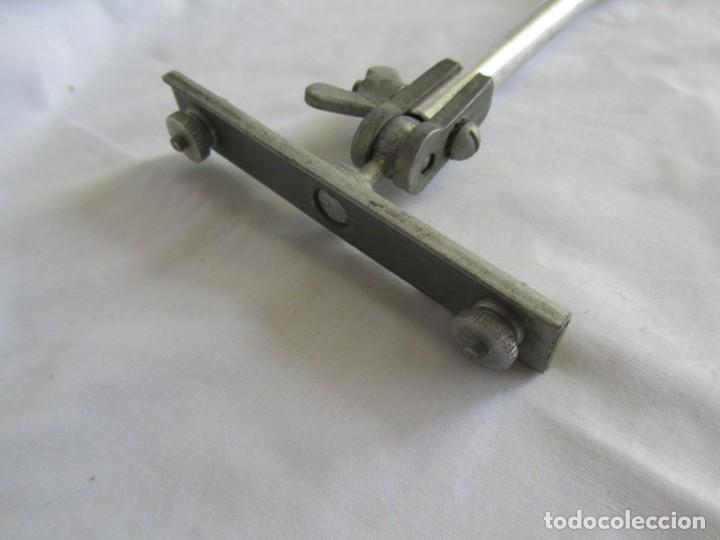 Antigüedades: Brazo articulado, para la sujeción de herramientas, iluminación, etc. Hierro y aluminio - Foto 6 - 213491428