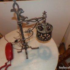 Antigüedades: LAMPARA DE HIERRO FORJADO MUY TRABAJADA FUNCIONANDO TIPO FAROL. Lote 213565683