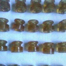Antigüedades: LOTE DE ANTIGUOS AISLANTES ELECTRICOS DE CRISTAL (VIDRIO) COLOR MIEL.NUEVOS.RAROS.. Lote 213566533