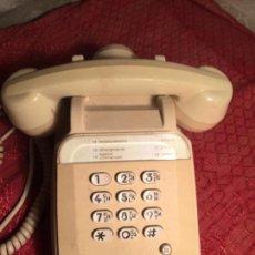 Teléfonos: ANTIGUO TELEFONO DE NUMEROS DE LOS AÑOS 60 COLOR BEIX FRANCÉS. Lote 213585548