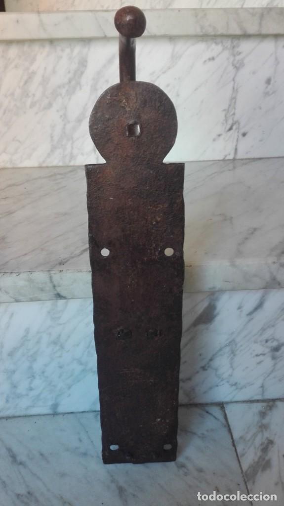 Antigüedades: Cierre o tranco siglo 18 de hierro forjado para puerta o portón - Foto 4 - 213626153