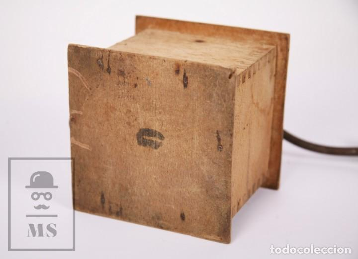 Antigüedades: Antiguo Molinillo de Café Elma - Madera y Metal - Medidas 20 x 13 x 19,5 cm - Foto 8 - 213763271