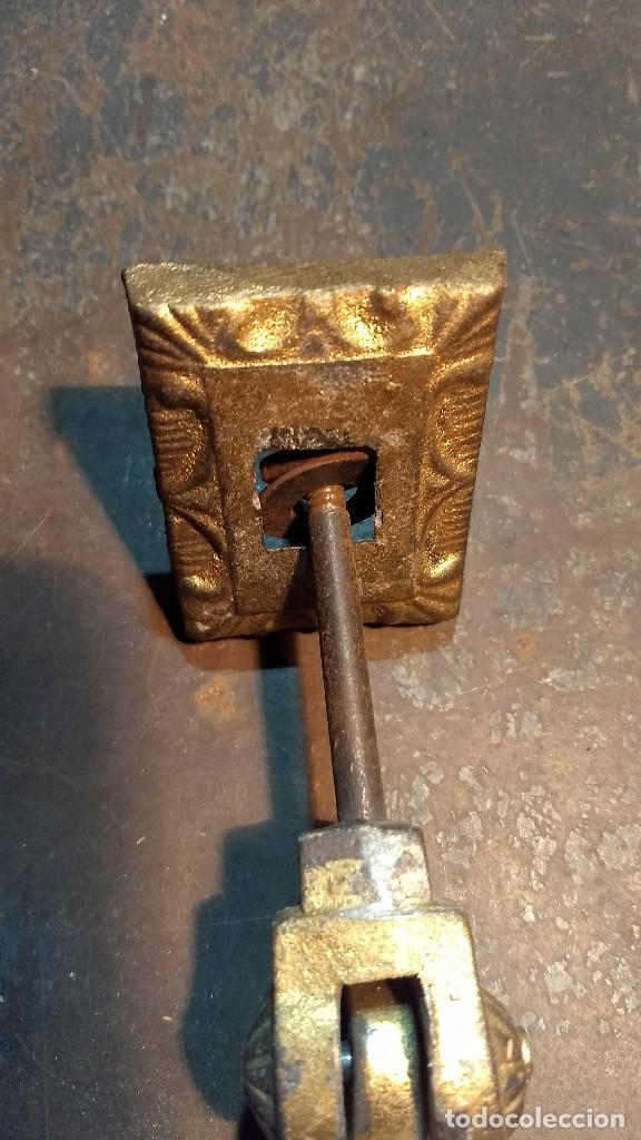 Antigüedades: Aldaba o pìcaporte mano de fátima. Antiguo original y completo - Foto 8 - 213862565