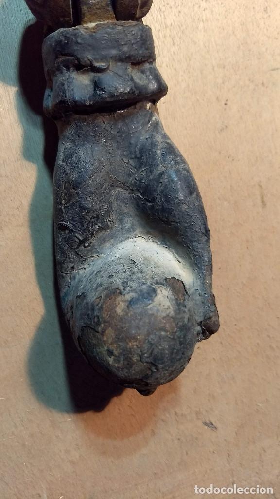Antigüedades: Antiguo picaporte mano de fátima, de hierro. Completo - Foto 7 - 213866170