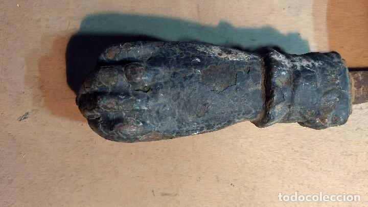 Antigüedades: Antiguo picaporte mano de fátima, de hierro. Completo - Foto 8 - 213866170