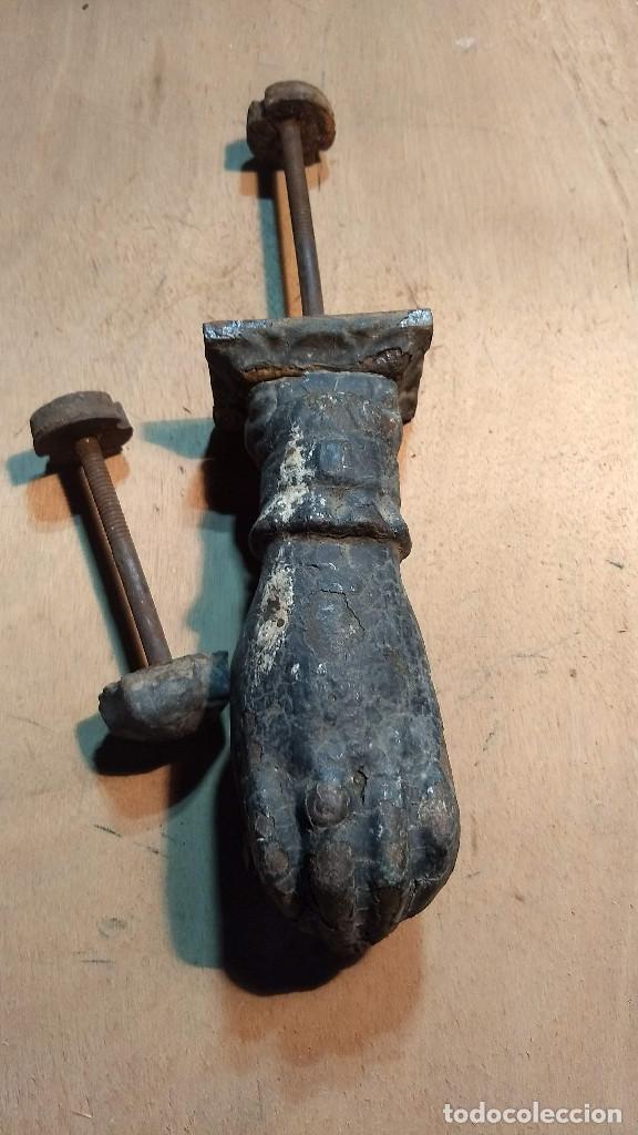 Antigüedades: Antiguo picaporte mano de fátima, de hierro. Completo - Foto 32 - 213866170