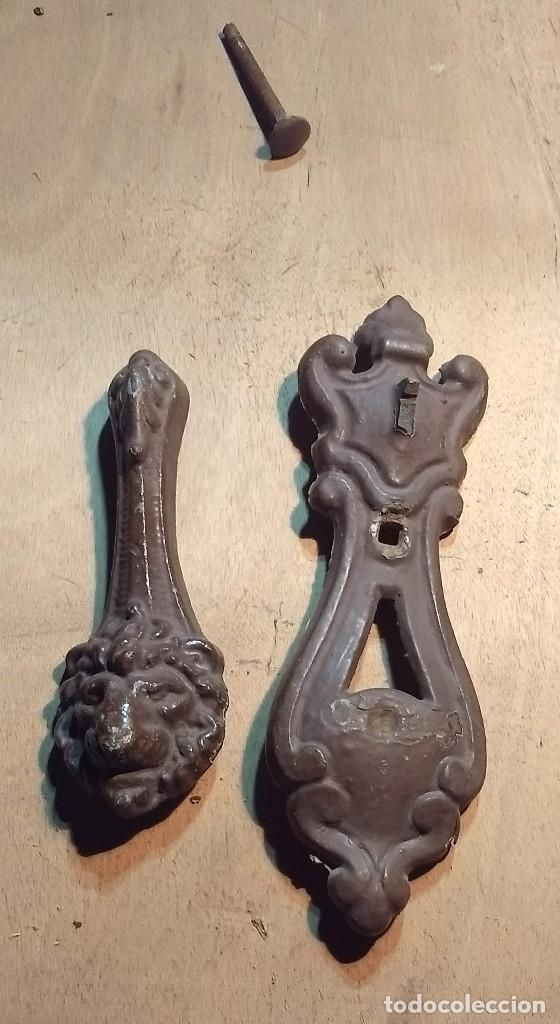 Antigüedades: Picador de puertas antiguo o picaporte. Cabeza de león - Foto 13 - 213886728
