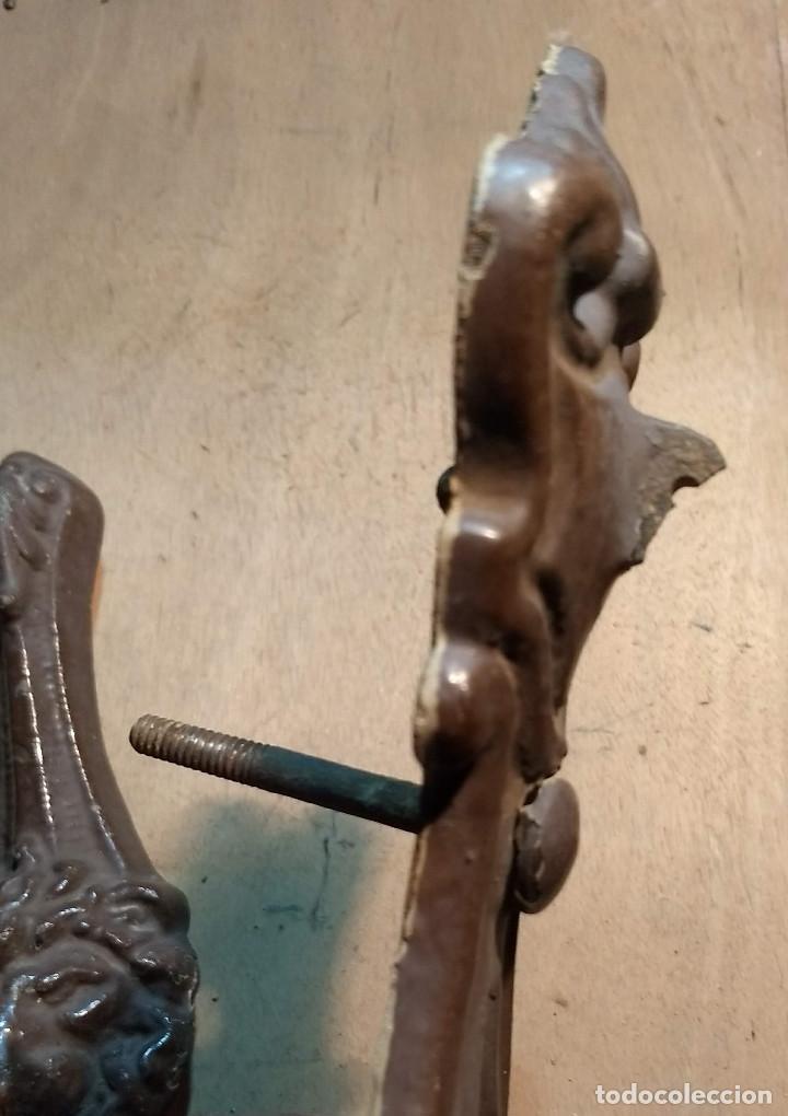 Antigüedades: Picador de puertas antiguo o picaporte. Cabeza de león - Foto 16 - 213886728