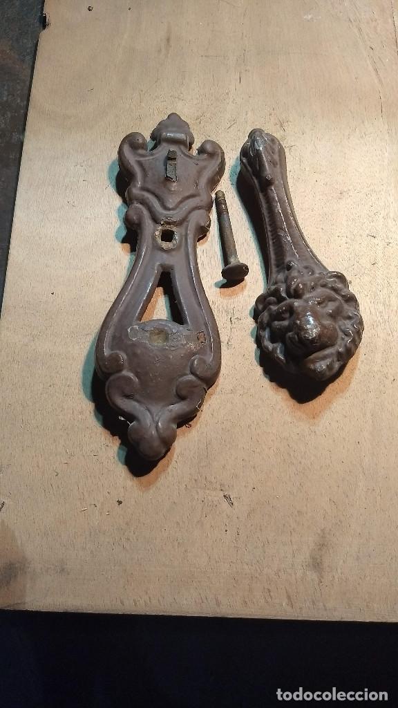 Antigüedades: Picador de puertas antiguo o picaporte. Cabeza de león - Foto 23 - 213886728