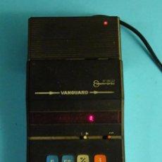 Antigüedades: CALCULADORA DIGITOS ROJOS VANGUARD X-802, CON SU FUENTE DE ALIMENTACIÓN 125 / 220 V. FUNCIONANDO. Lote 213994781
