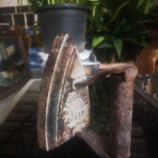 Antigüedades: PLANCHA ANTIGUA DE HIERRO MARCA SCHURHOFF. Lote 214093605