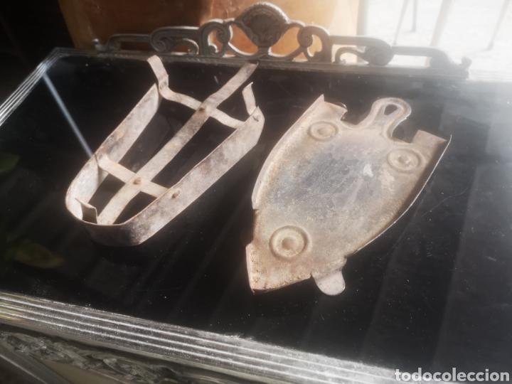LOTE DE DOS REPOSA PLANCHAS ANTIGUOS (Antigüedades - Técnicas - Planchas Antiguas - Varios)