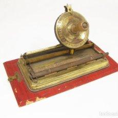 Antigüedades: MAQUINA DE ESCRIBIR ANTIGUA - VINTAGE TIN TOY DIAL TYPEWRITER EUREKA JUNIOR - MARX - SIMPLEX. Lote 214195221