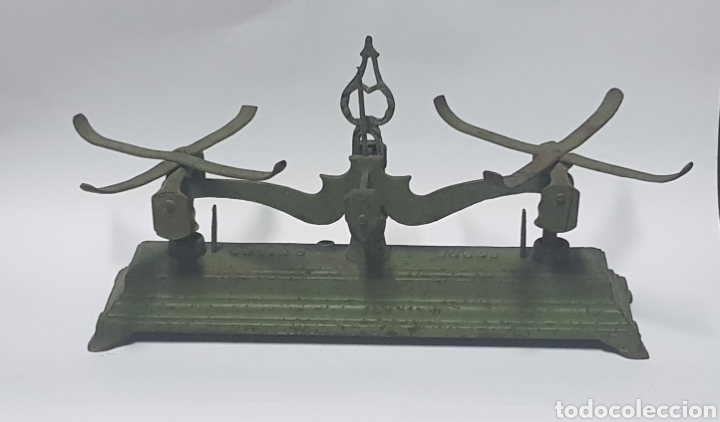Antigüedades: Antigua Balanza de hierro y platos de latón - Foto 2 - 214201031