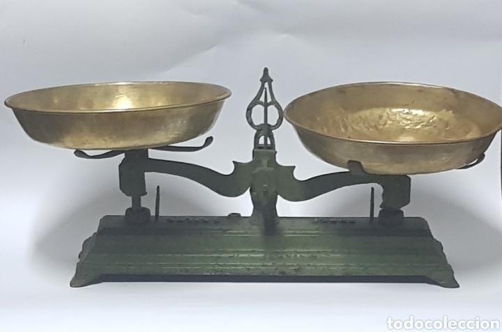 ANTIGUA BALANZA DE HIERRO Y PLATOS DE LATÓN (Antigüedades - Técnicas - Medidas de Peso - Balanzas Antiguas)